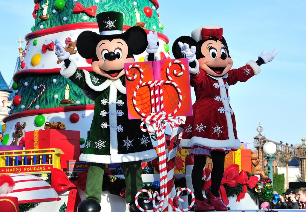 mickey minnie christmas parade euro disney