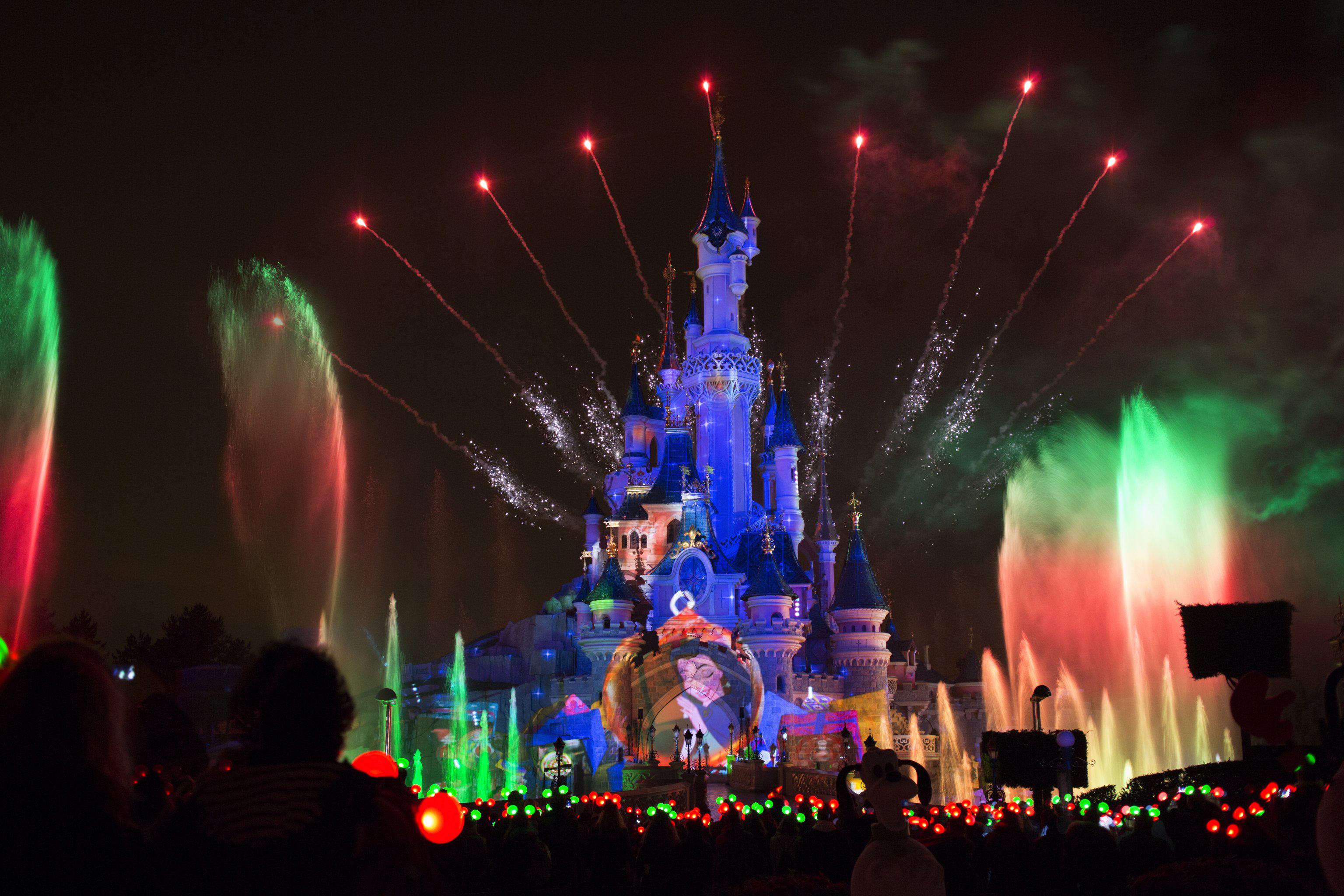 Disneyland paris christmas 2014 attractiontix blog for Show a paris