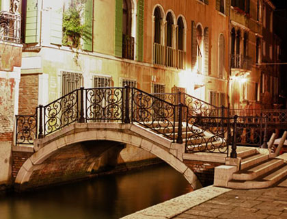 Visit Venice By Night From Lake Garda Attractiontix