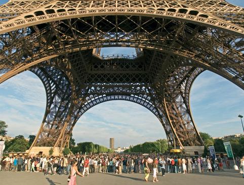Paris Panoramic Bus Tour and Eiffel Tower Visit
