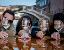 Venice Urban Adventures - Canal and Aperitivo Experience