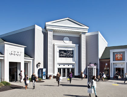 Woodbury Common Outlets Trip- Shopping Center
